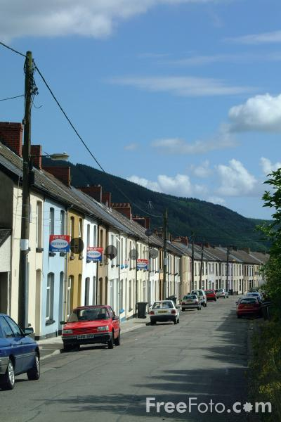 Picture of Terraced houses, Aberfan, South Wales - Free Pictures - FreeFoto.com