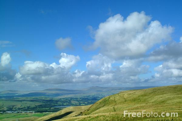 Picture of The Brecon Beacons seen from Merthyr Tydfil - Free Pictures - FreeFoto.com