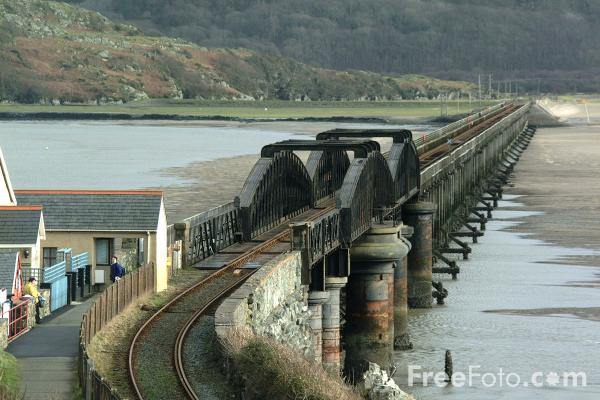 Picture of The Barmouth railway and pedestrian bridge - Free Pictures - FreeFoto.com