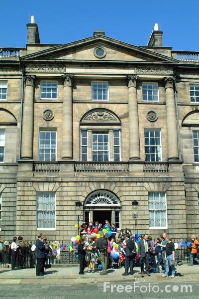 Picture of Official residence of Scotlands First Minister, Charlotte Square, Edinburgh - Free Pictures - FreeFoto.com