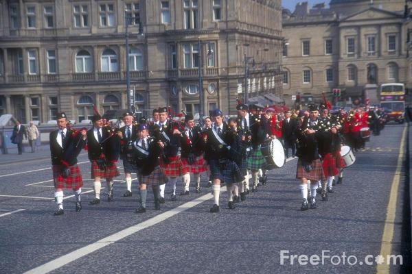 Picture of Pipe Band, Edinburgh - Free Pictures - FreeFoto.com