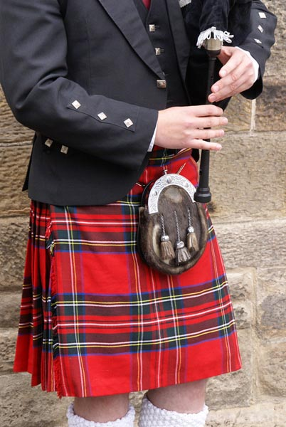Picture of Bag Pipes and Piper - Free Pictures - FreeFoto.com