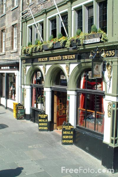 Picture of Deacon Brodies traditional style pub, The Royal Mile, Edinburgh - Free Pictures - FreeFoto.com