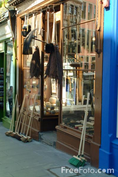 Picture of The Brush Shop, West Bow, Edinburgh - Free Pictures - FreeFoto.com