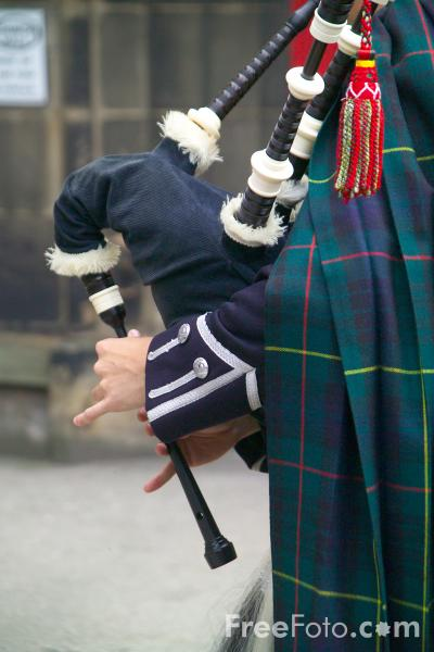 Picture of Bag Pipes at the Edinburgh Fringe 2006 - Free Pictures - FreeFoto.com