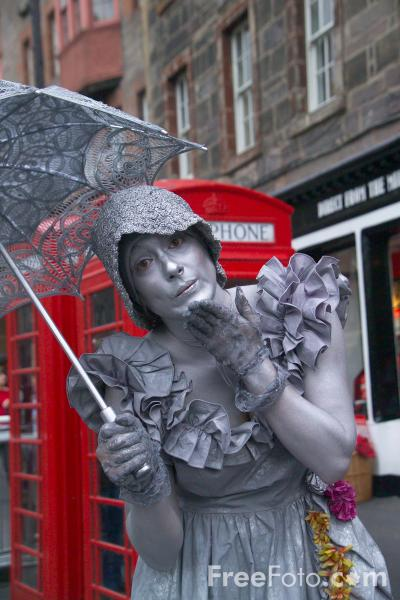 Picture of Living Statute at the Edinburgh Fringe - Free Pictures - FreeFoto.com