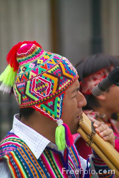 Picture of Peruvian Pan Pipe Band at the Edinburgh Fringe - Free Pictures - FreeFoto.com