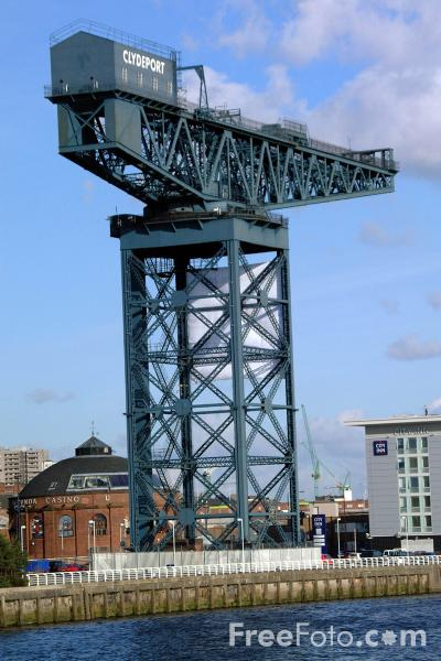 Picture of The magnificent lattice structure of the huge 250ft Clydeport Finnieston hammerhead crane built to lift locomotives onto ships - Free Pictures - FreeFoto.com