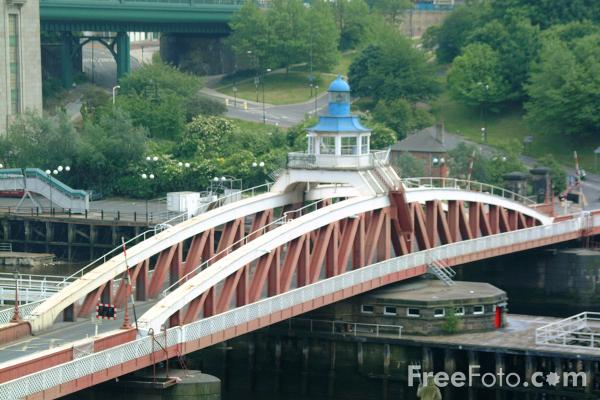 Picture of The Swing Bridge, Newcastle upon Tyne. - Free Pictures - FreeFoto.com
