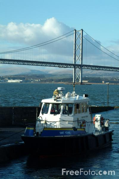 Picture of Forth Road Bridge - Free Pictures - FreeFoto.com