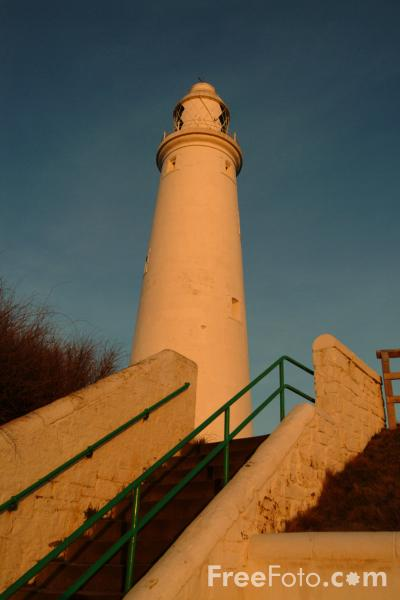 Picture of Lighthouse, St Mary's Island, Whitley Bay - Free Pictures - FreeFoto.com