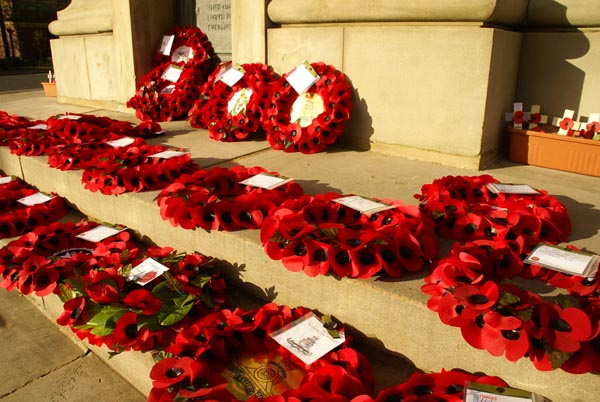 Picture of Remembrance Sunday, Gateshead Cenotaph, England - Free Pictures - FreeFoto.com