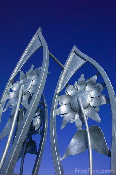 Picture of Modern Flower Sculpture - Free Pictures - FreeFoto.com
