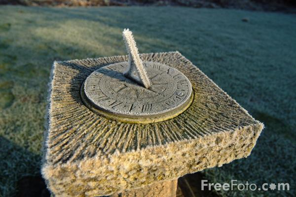 Picture of Sun Dial - Free Pictures - FreeFoto.com
