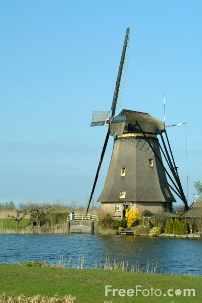 Picture of Windmill, Kinderdijk - Kinderdyke, The Netherlands - Free Pictures - FreeFoto.com
