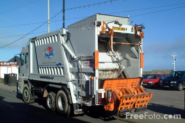 Picture of Borough of Scarborough Refuse Lorry - Free Pictures - FreeFoto.com