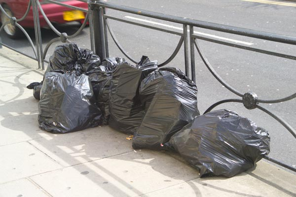 Picture of Bagged Rubbish / Refuse - Free Pictures - FreeFoto.com