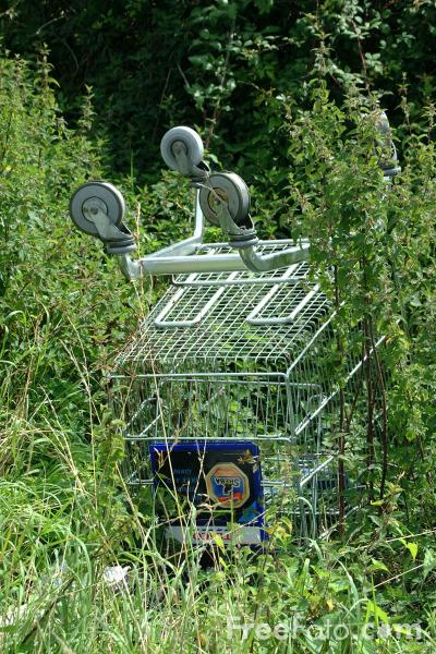 Picture of Derelict Shopping Trolley - Free Pictures - FreeFoto.com