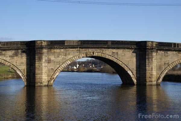 Picture of Old Stone Road Bridge, Ferrybridge - Free Pictures - FreeFoto.com