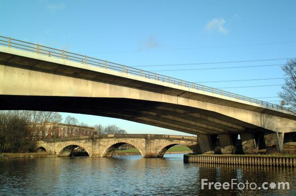 Picture of A1 Motorway Bridge, River Aire, Ferrybridge, North Yorkshire - Free Pictures - FreeFoto.com