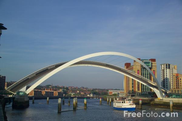 Picture of Gateshead Millennium Bridge opening - Free Pictures - FreeFoto.com
