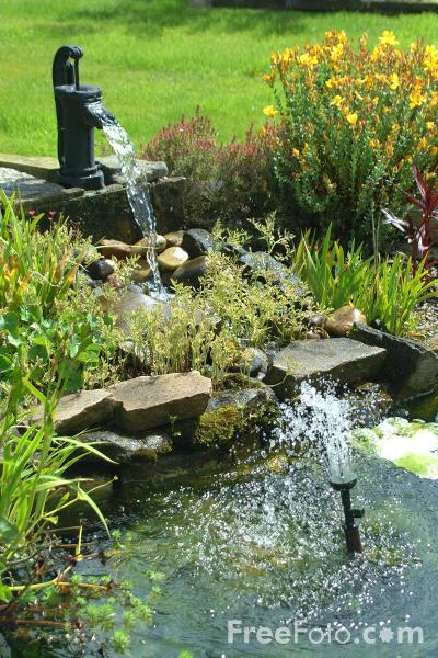 Picture of Garden Water Feature - Free Pictures - FreeFoto.com