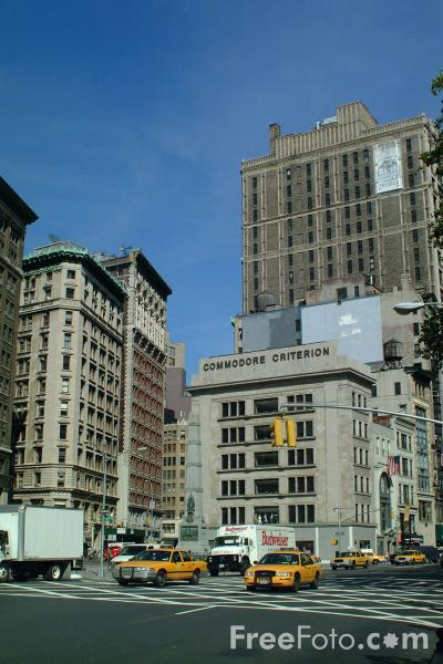 Picture of Junction of Broadway and 5th Avenue, New York City - Free Pictures - FreeFoto.com