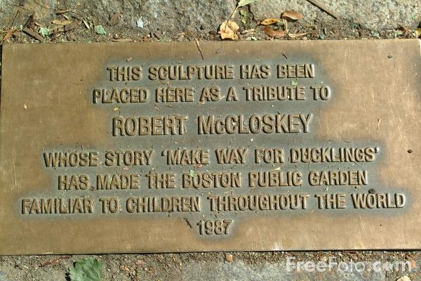 Picture of This sculpture has been placed here as a tribute to Robert McCloskey whose story Make Way for Ducklings has made the Boston Pub - Free Pictures - FreeFoto.com