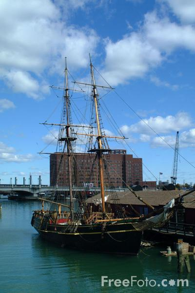 Picture of Mayflower II - replica of the famous ship that brought the Pilgrims across the Atlantic Ocean more than 375 years ago. - Free Pictures - FreeFoto.com
