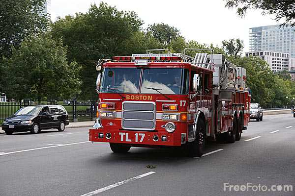 Picture of Boston Fire Dept Ladder 17 TL-17 - Free Pictures - FreeFoto.com