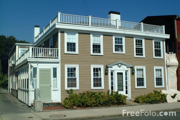 Picture of Sea Front House, Gloucester, Massachusetts - Free Pictures - FreeFoto.com