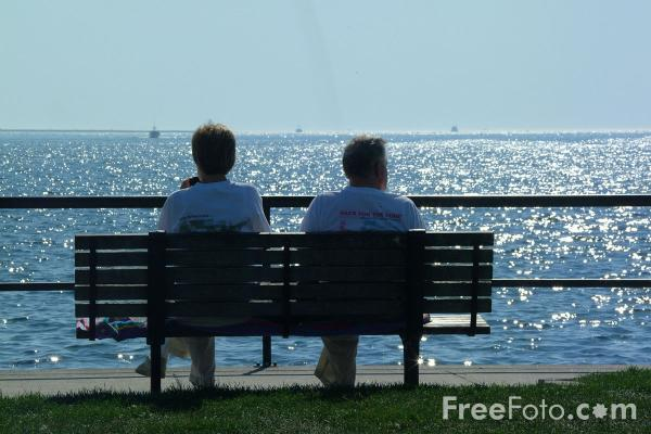 Picture of Time for a chat, Stacy Boulevard, Gloucester Bay, Gloucester, Massachusetts - Free Pictures - FreeFoto.com