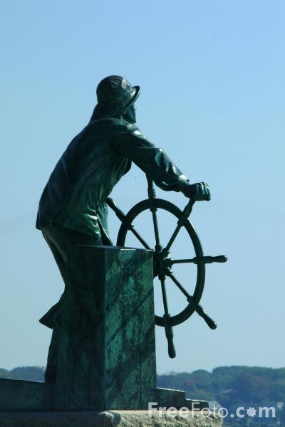 Picture of Fishermen's Memorial Statue also known as the Man at the Wheel, Gloucester, Massachusetts - Free Pictures - FreeFoto.com