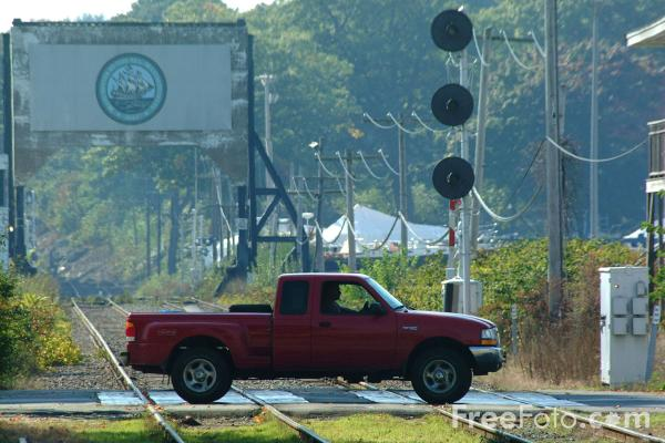 Picture of Grade Crossing, Manchester, Massachusetts - Free Pictures - FreeFoto.com