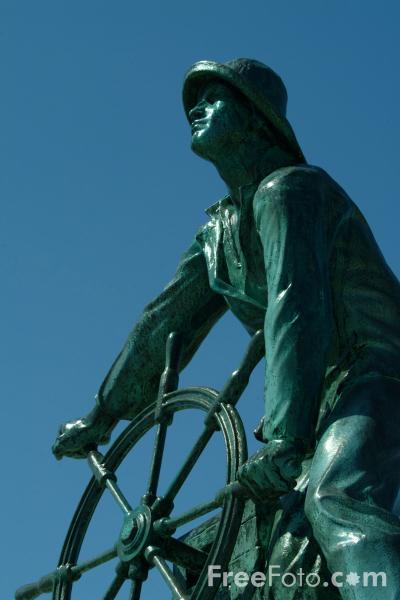 Picture of The Man at the Wheel - Gloucester Fishermen's Memorial, Gloucester, MA, USA - Free Pictures - FreeFoto.com