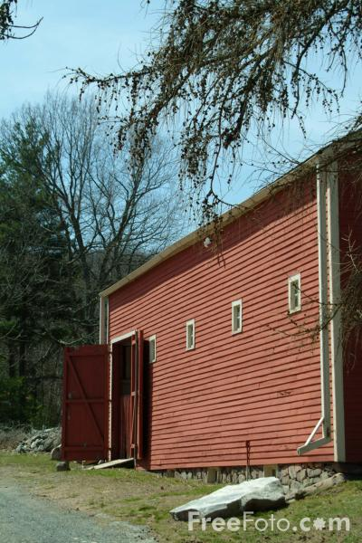 Picture of Red Farm Building, Sudbury, Massachusetts, USA - Free Pictures - FreeFoto.com