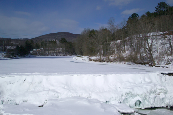 Picture of Ottauquecheee River in Winter, Taftsville, Vermont - Free Pictures - FreeFoto.com