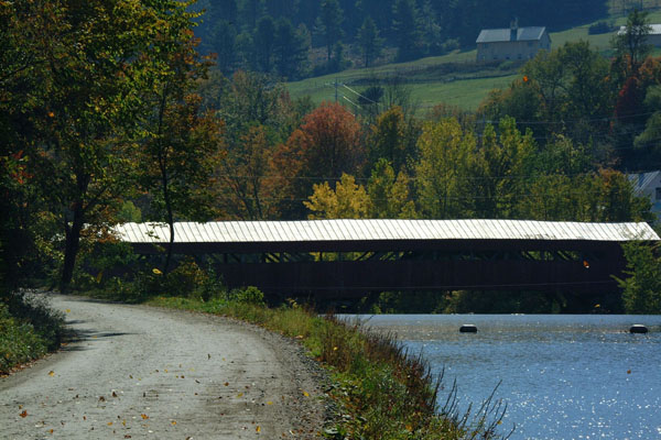 Picture of Taftsville covered bridge, Vermont - Free Pictures - FreeFoto.com