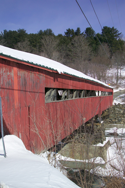 Picture of Taftsville covered bridge in Winter, Vermont - Free Pictures - FreeFoto.com