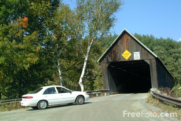 Picture of Lincoln Covered Bridge spanning the Ottauquechee River, 3 miles west of Woodstock Village, Vermont - Free Pictures - FreeFoto.com