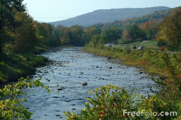 Picture of Ottauquecheee River, Woodstock, Vermont - Free Pictures - FreeFoto.com