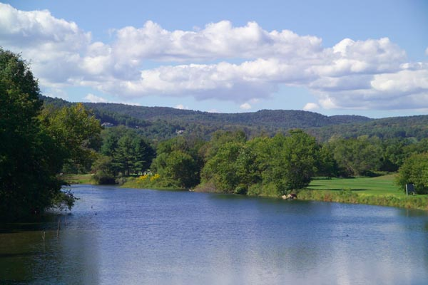 Picture of Quechee Village, Vermont, New England, USA - Free Pictures - FreeFoto.com