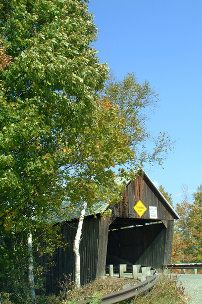 Picture of Lincoln Covered Bridge - Free Pictures - FreeFoto.com