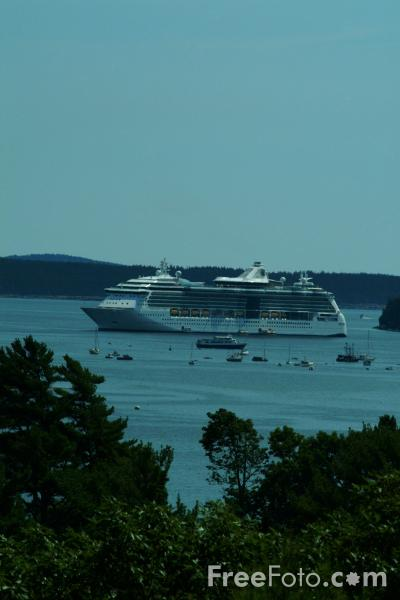 Picture of Royal Caribbean's Serenade of the Seas, Bar Harbor, Maine, USA - Free Pictures - FreeFoto.com