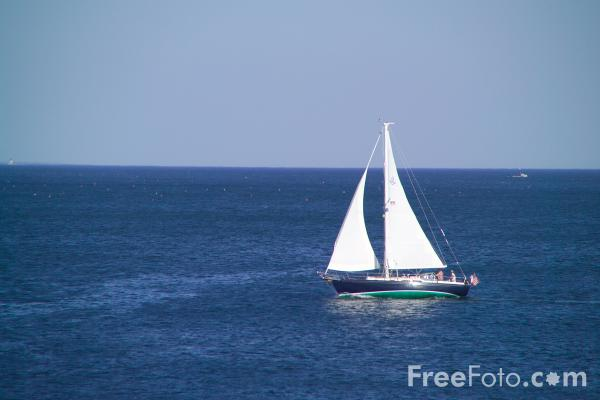 Picture of Yacht, Portland Head, Cape Elizabeth, Maine - Free Pictures - FreeFoto.com