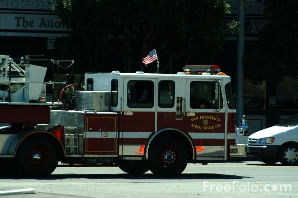 Picture of San Francisco Fire Department Aerial Truck, San Francisco, California - Free Pictures - FreeFoto.com