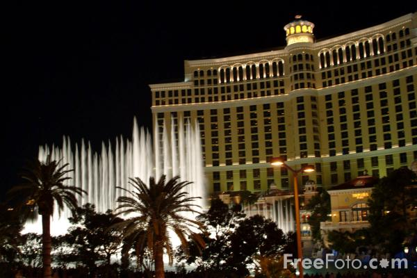 Picture of The Dancing Fountains at Bellagio, Las Vegas at Night, Nevada, USA - Free Pictures - FreeFoto.com