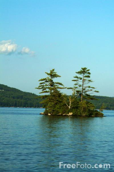 Picture of Small Island, Lake Winnipesaukee, New Hampshire, USA - Free Pictures - FreeFoto.com