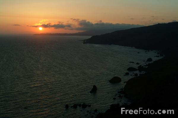 Picture of Sunset over the Pacific Ocean, California, USA - Free Pictures - FreeFoto.com