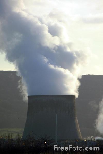 Picture of Cooling Towers, Power Station, Wilton, Teesside - Free Pictures - FreeFoto.com